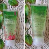 Aroma mágico de neem y té para lavar la cara del árbol