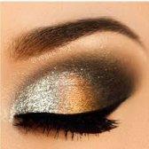 maquillaje de ojos ahumado con tonos metálicos