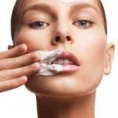 Disfrutar de un anti-envejecimiento facial $ 50 con Clarins